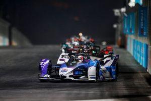 Jake Dennis, BMW I Andretti Motorsport, BMW iFE.21, devance Pascal Wehrlein, Tag Heuer Porsche, Porsche 99X Electric