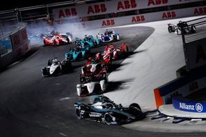 Nyck de Vries, Mercedes Benz EQ, EQ Silver Arrow 02, Pascal Wehrlein, Tag Heuer Porsche, Porsche 99X Electric, Rene Rast, Audi Sport ABT Schaeffler, Audi e-tron FE07, Edoardo Mortara, Venturi Racing, Silver Arrow 02, the rest of the field at the start