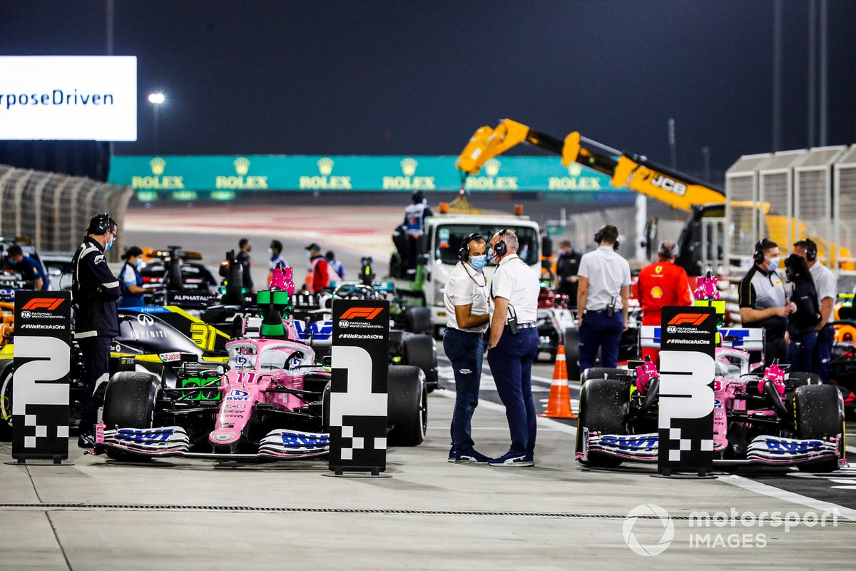 Los coches de Sergio Pérez, Racing Point RP20, 1ª posición, y Lance Stroll, Racing Point RP20, 3ª posición, en Parc Ferme