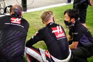 Kevin Magnussen, Haas F1, y Ayao Komatsu, ingeniero jefe de Haas F1