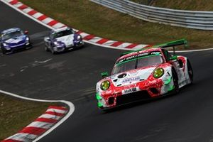 #30 Frikadelli Racing Team Porsche 911 GT3 R: Earl Bamber, Matt Campbell