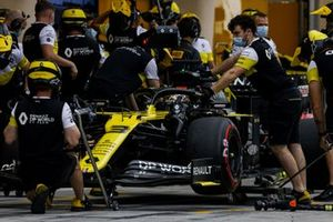 Daniel Ricciardo, Renault F1 Team R.S.20, dans les stands