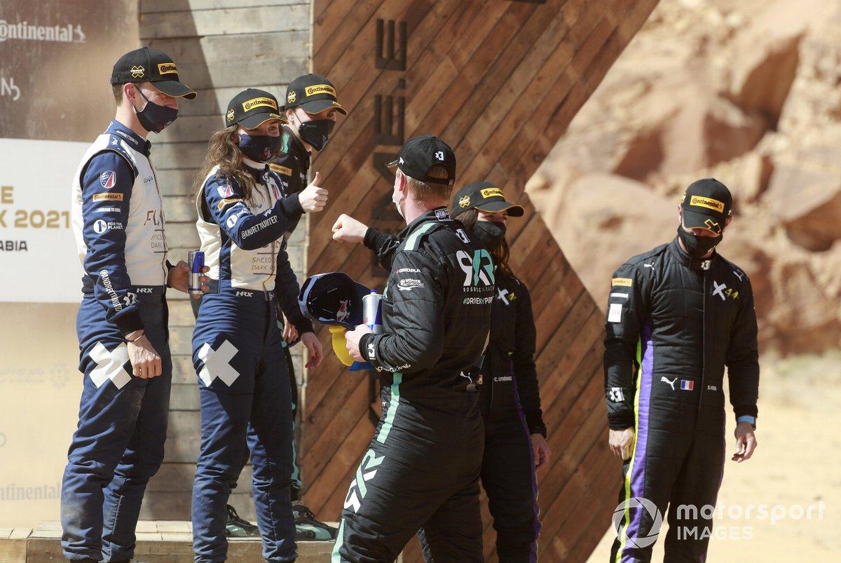 Podio: Catie Munnings, Timmy Hansen, Andretti United Extreme E Molly Taylor, Johan Kristoffersson, Rosberg X Racing y Cristina Gutierrez, Sebastien Loeb, X44