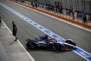 Robin Frijns, Envision Virgin Racing, Audi e-tron FE07, in the pit lane