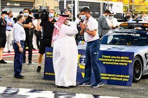 Sheikh Abdullah bin Hamad bin Isa Al Khalifa, and Michael Masi, Race Director, FIA, on the grid