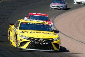 Kyle Busch, Joe Gibbs Racing, Toyota Camry STANLEY, Matt DiBenedetto, Wood Brothers Racing, Ford Mustang Motorcraft/Quick Lane