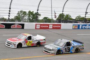 Carson Hocevar, Niece Motorsports, Chevrolet Silverado Scott's/GMPartsNow, Johnny Sauter, ThorSport Racing, Toyota Tundra Vivitar