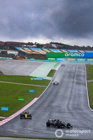 Lewis Hamilton, Mercedes F1 W11, Esteban Ocon, Renault F1 Team R.S.20, on the formation lap