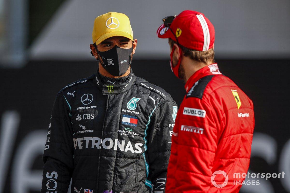 Lewis Hamilton, Mercedes-AMG F1, parla con Sebastian Vettel, Ferrari