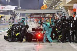 Valtteri Bottas, Mercedes F1 W11, dans les stands
