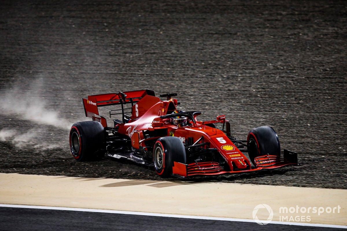 Sebastian Vettel, Ferrari SF1000 se va sobre la grava
