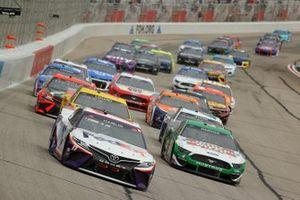 Denny Hamlin, Joe Gibbs Racing, Toyota Camry, Kevin Harvick, Stewart-Haas Racing, Ford Mustang
