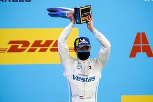 Nyck de Vries, Mercedes-Benz EQ, 1st position, lifts his trophy