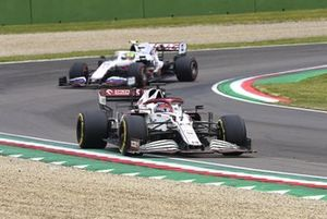 Kimi Raikkonen, Alfa Romeo Racing C41, Mick Schumacher, Haas VF-21