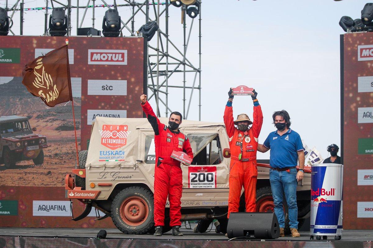 #200 Equipo Euskadi 4x4 Volkswagen: Ignacio Corcuera, Vicente Laurent Iker San con David Castera, Director del Dakar