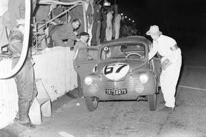 Jean Redele, Guy Lapchin, Renault, Renault 4 CV 1063, in the pits at night
