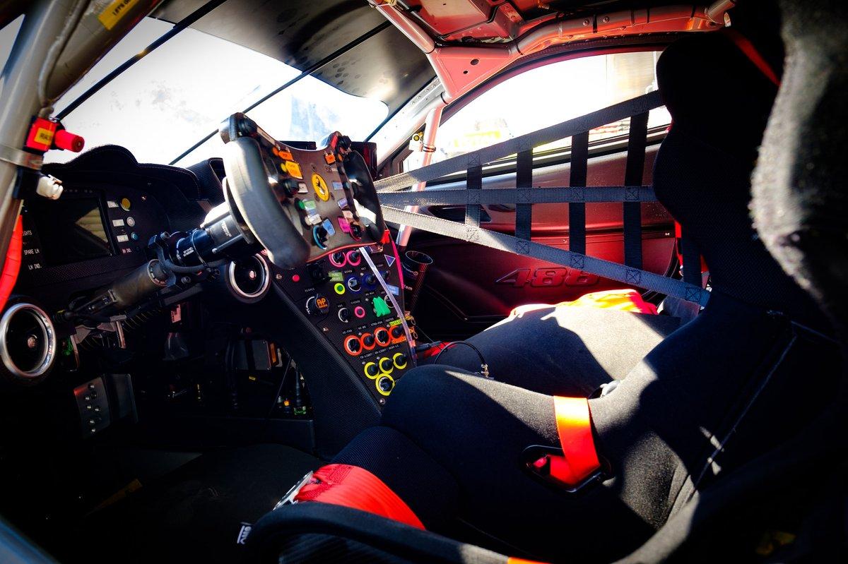 Cockpit del Ferrari 488 GTE