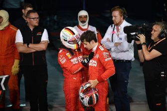 Sebastian Vettel, Ferrari, félicite Charles Leclerc, Ferrari, troisième, dans le parc fermé