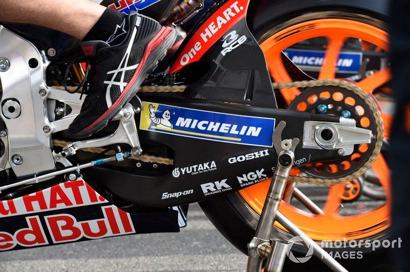 Detalles del basculante de la moto del Repsol Honda Team
