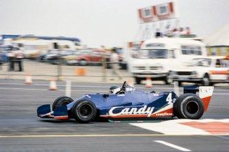 Jean-Pierre Jarier, Tyrrell