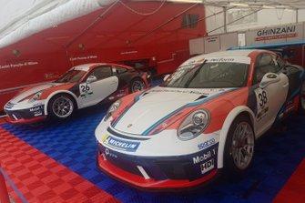 Le Porsche nel garage Ghinzani Arco Motorsport