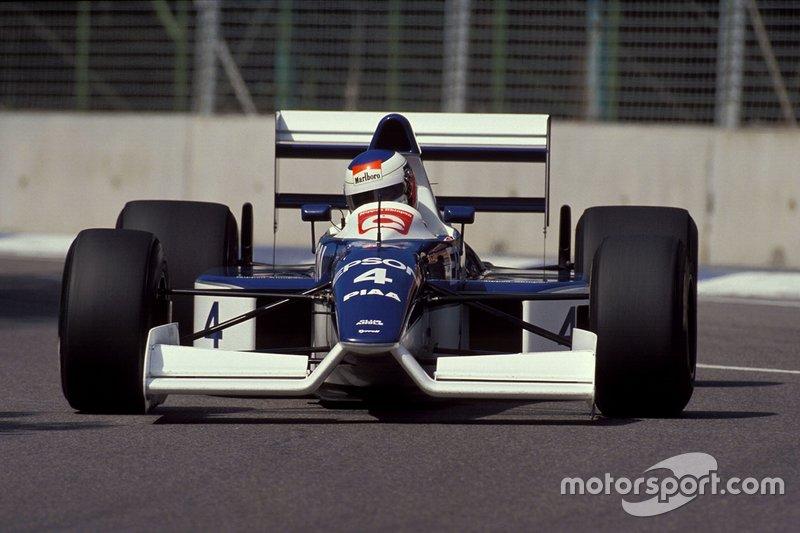 De Tyrrell 019 met hoge neus
