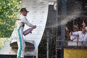 Podyum: Yarış galibi Valtteri Bottas, Mercedes AMG F1