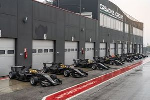 Formula Renault line-up en pitlane