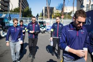 Robin Frijns, Envision Virgin Racing, on a track walk