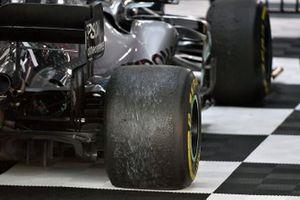 Valtteri Bottas, Mercedes AMG W10 yarış sonrası lastikleri