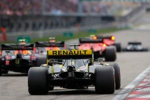 Nico Hulkenberg, Renault F1 Team R.S. 19, takes his grid position