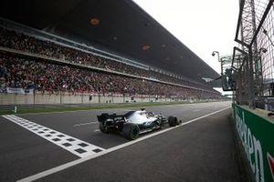 Lewis Hamilton, Mercedes AMG F1 W10, remporte le GP de Chine