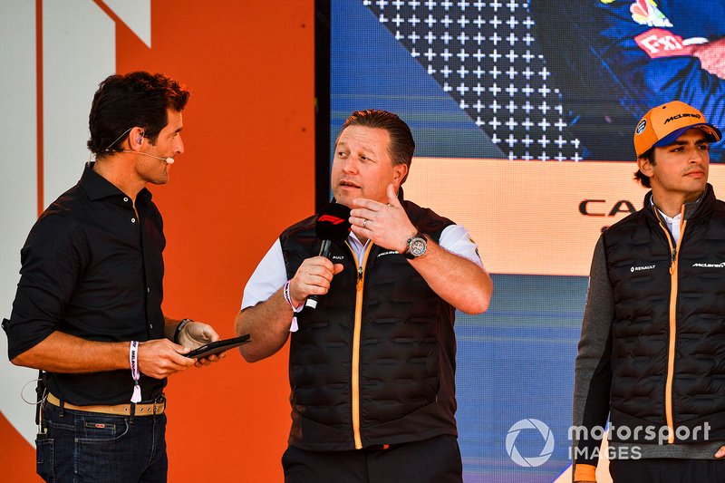 Mark Webber, Zak Brown, Direttore esecutivo McLaren e Carlos Sainz Jr., McLaren, all'evento a Federation Square
