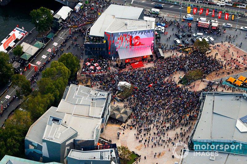 Vista aérea del evento de Federation Square en el centro de Melbourne
