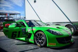 Crew work on the #61 TA4 Ginetta G55 driven by Warren Dexter of Dexter Racing