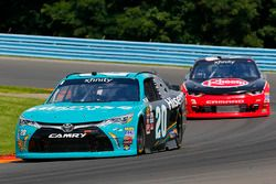 Erik Jones, Joe Gibbs Racing Toyota y Ty Dillon, Richard Childress Racing Chevrolet