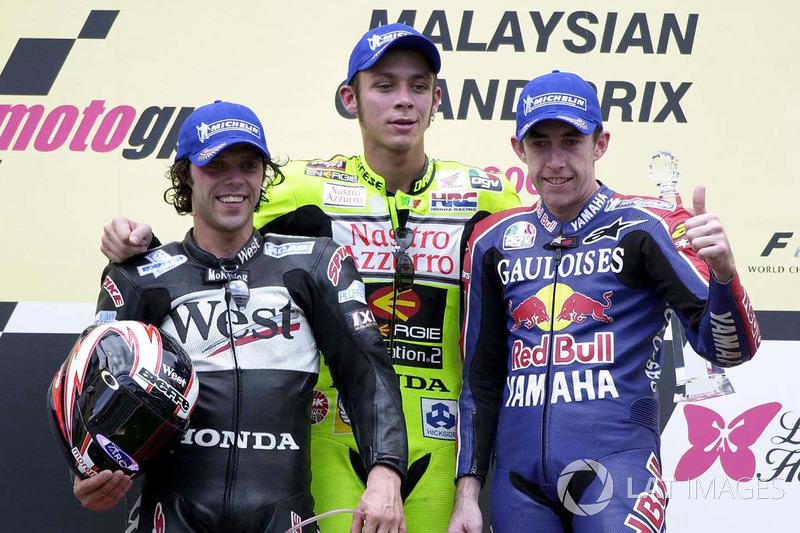 Podium : le vainqueur Valentino Rossi, le deuxième Loris Capirossi, le troisième Garry McCoy