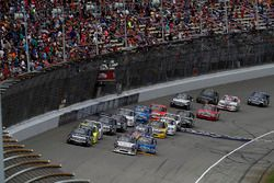 Restart: Kyle Busch, Kyle Busch Motorsports Toyota, Ryan Truex, Hattori Racing Enterprises Toyota