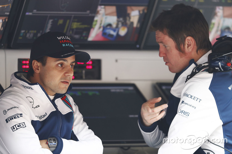 Felipe Massa, Williams, talks with Rob Smedley, Head of Vehicle Performance, Williams