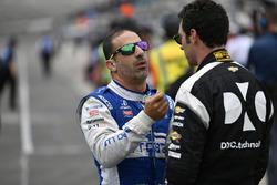 Tony Kanaan, Chip Ganassi Racing Honda, Simon Pagenaud, Team Penske Chevrolet