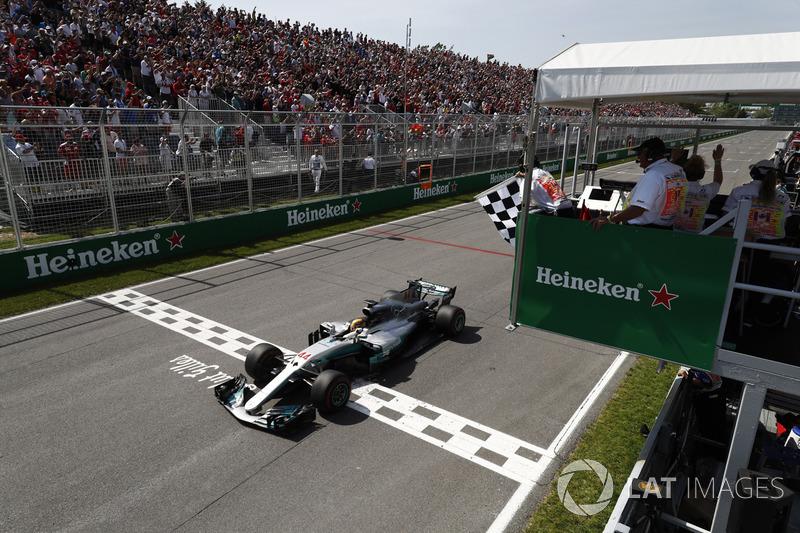Lewis Hamilton, Mercedes AMG F1 W08, toma la bandera a cuadros en el final para ganar el GP de Canadá