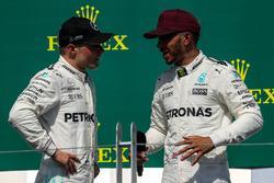 Valtteri Bottas, Mercedes AMG F1 et le vainqueur Lewis Hamilton, Mercedes AMG F1