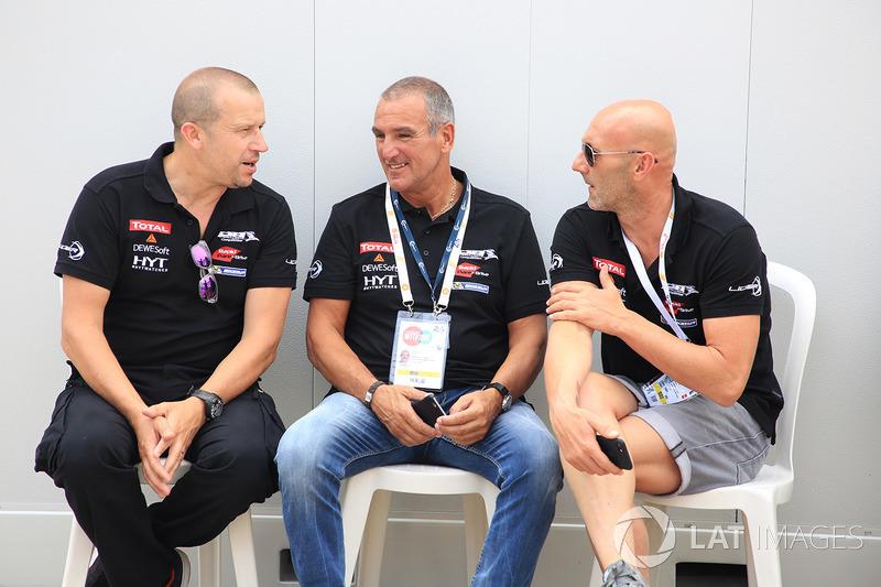 Fabien Barthez (paling kanan), Olivier Panis (paling kiri), Panis-Barthez Competition