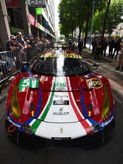 #51 AF Corse Ferrari 488 GTE: Джеймс Каладо, Алесандро П'єр Гуіді, Мігель Руголо