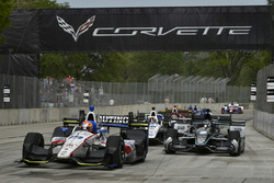 Ed Jones, Dale Coyne Racing, Honda; Josef Newgarden, Team Penske, Chevrolet