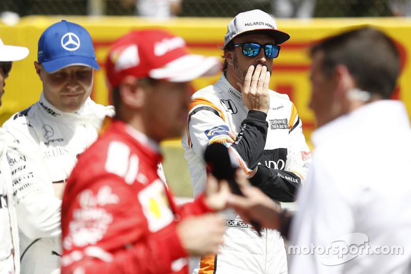 ¿Quién más aparece en esta imagen? Sí, Bottas. No niega que si Mercedes no le renueva querría ir a Ferrari, aunque no parece ser del interés de los de Maranello.