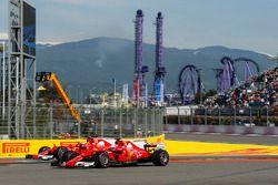 Kimi Raikkonen, Ferrari SF70H et Sebastian Vettel, Ferrari SF70H sortent large
