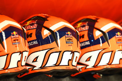 Red Bull KTM Factory Racing cascos de mecánico pit lane