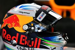Helm von Daniel Ricciardo, Red Bull Racing, mit Gruß an Billy Monger