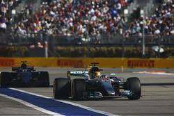 Lewis Hamilton, Mercedes AMG F1 W08, Pascal Wehrlein, Sauber C36